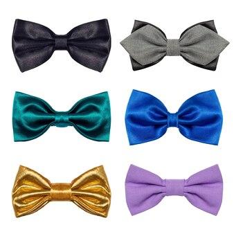 Um conjunto de 6 peças de gravata borboleta coloridas isoladas em um fundo branco.