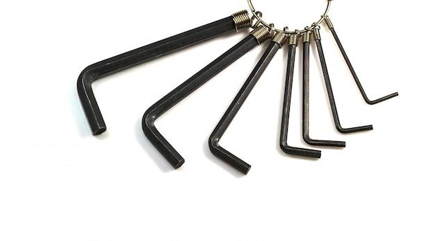 Um conjunto de chaves sextavadas allen isolado em um fundo branco