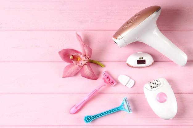 Um conjunto de diferentes ferramentas para depilação em casa