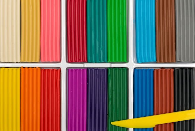 Um conjunto de massinha colorida para a criatividade das crianças