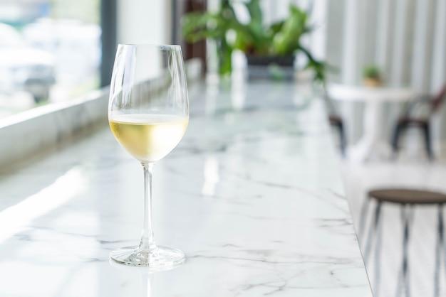 Um copo de vinho