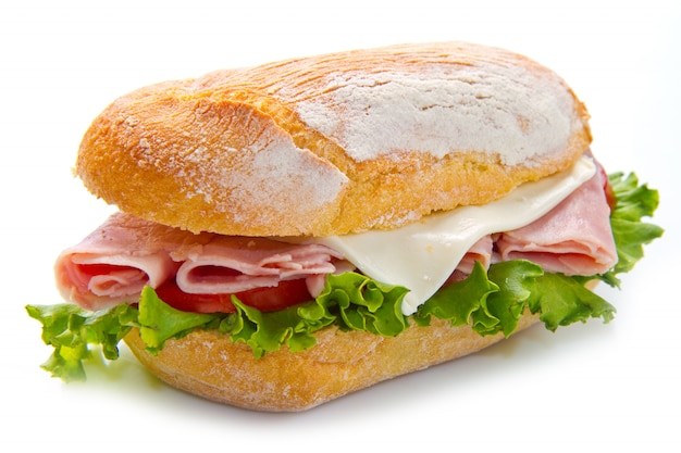 Um delicioso sanduíche com presunto e salada