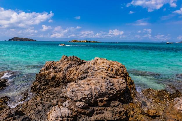 Um dia de viagem na ilha samaesarn
