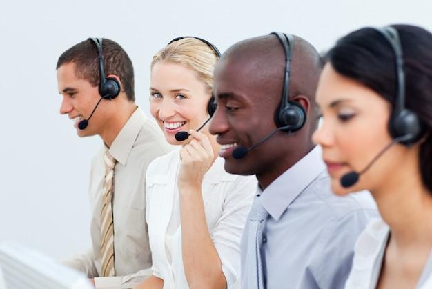 Um, diverso, pessoas negócio, trabalhando, em, um, centro chamada