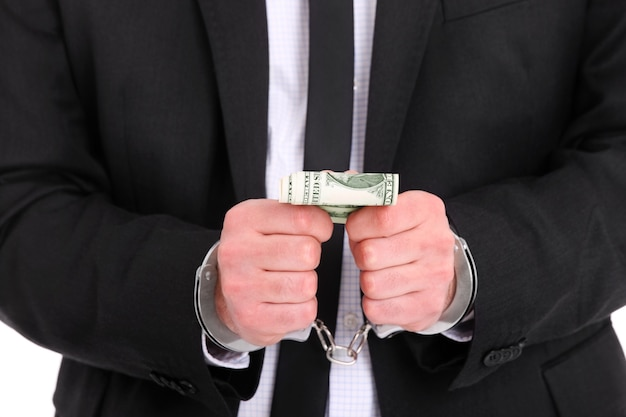 Um empresário algemado segurando dólares
