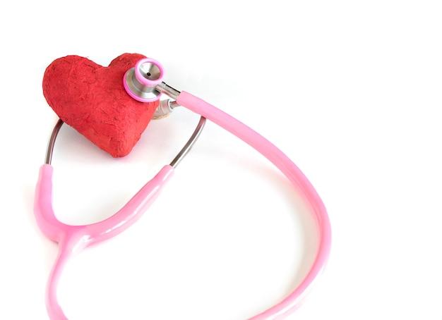 Um estetoscópio e um coração
