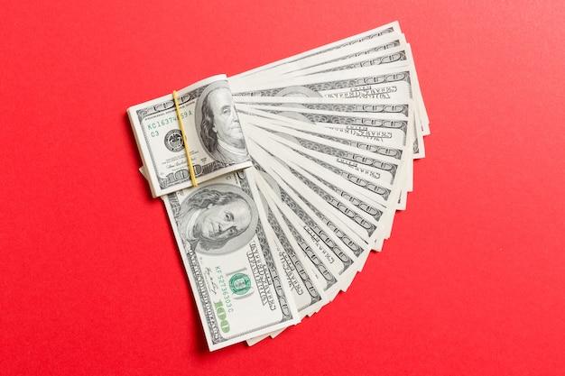 Um fã de moeda de cem dólares close-up, vista superior