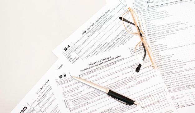 Um formulário w9 das leis de imposto de renda federal de 2021