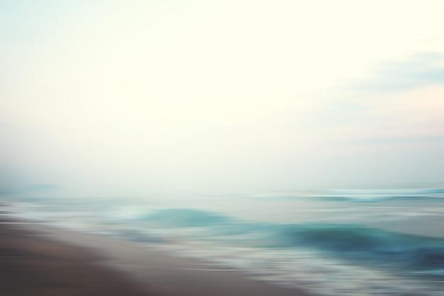 Um fundo abstrato da praia do seascape. panning motion blur