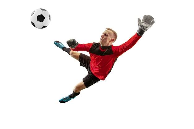 Um goleiro de jogador de futebol em pé e segurando uma bola. silhueta isolada em branco