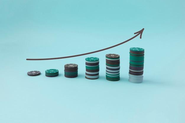 Um gráfico simples de pilha de moedas cresce, conceito de investimento em renda, sucesso financeiro