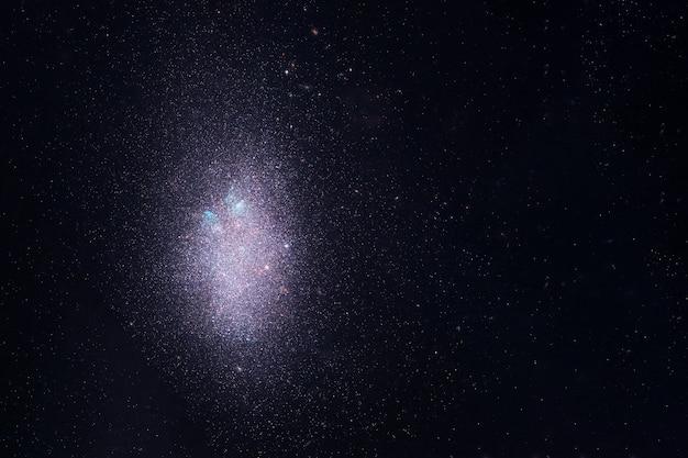 Um grande aglomerado de elementos de estrelas desta imagem foram fornecidos pela nasa
