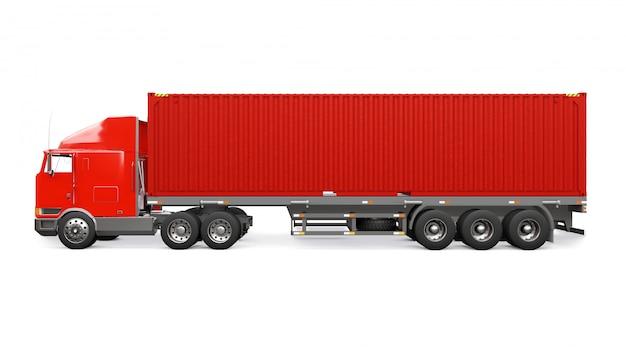 Um grande caminhão retrô vermelho com uma parte adormecida e uma extensão aerodinâmica carrega um reboque com um contêiner marítimo