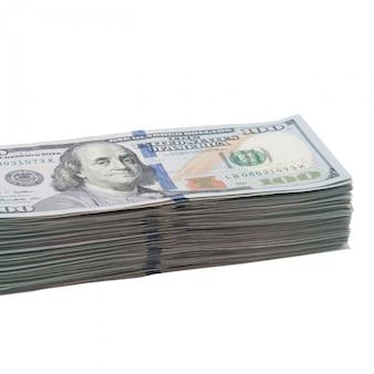Um grande pacote de cem notas de dólares americanos