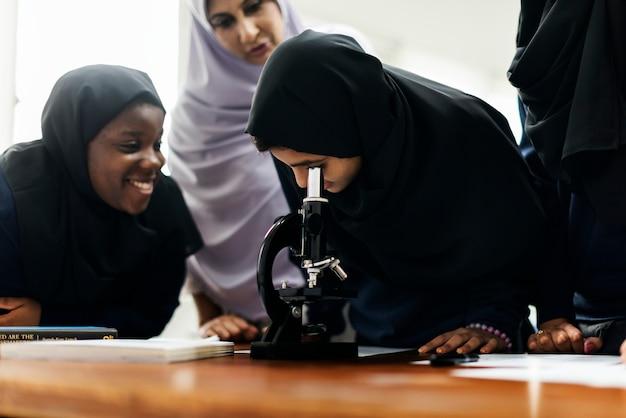 Um grupo de estudantes muçulmanos
