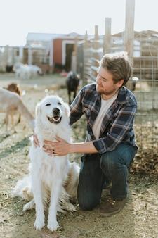 Um homem e seu cão