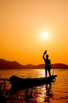 Um, homem, ficar, ligado, a, pescador, bote
