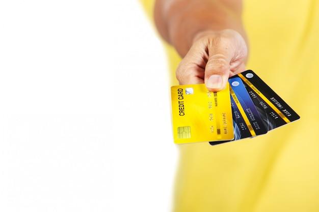Um, homem, mostrando, três, cartões crédito, isole, branco