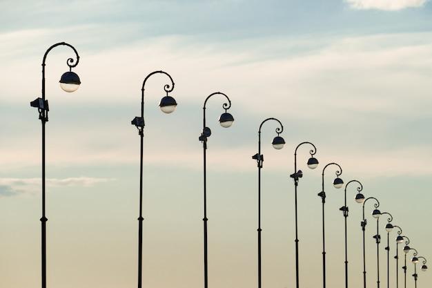 Um, imagem, de, luz rua, ligado, céu azul