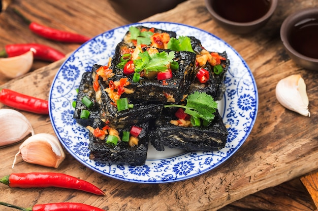 Um lanche chinês: tofu fedorento
