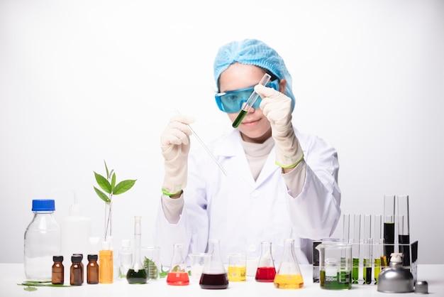 Um, menina, técnico, cientista, em, um, laboratório médico