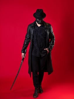 Um misterioso assassino ninja em estilo noir - um homem com roupas de couro preto