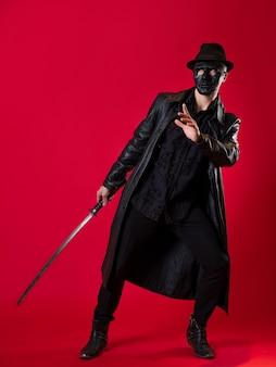 Um misterioso assassino ninja em estilo noir. um homem em roupas de couro preto
