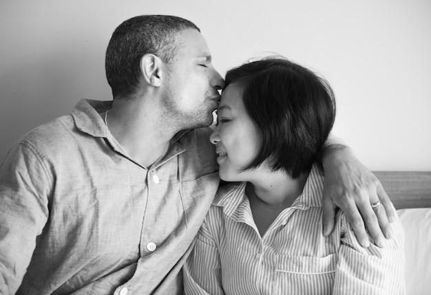 Um momento íntimo de um casal