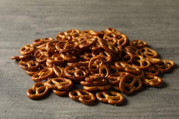 Um monte de bolachas saborosas de pretzels