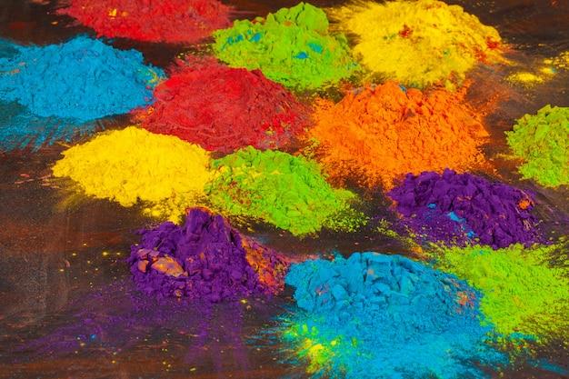 Um monte de cores colocadas perto