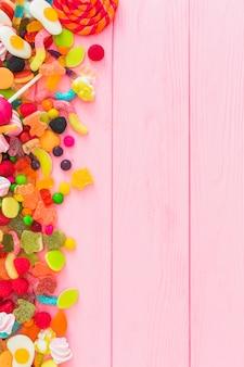Um monte de doces saborosos