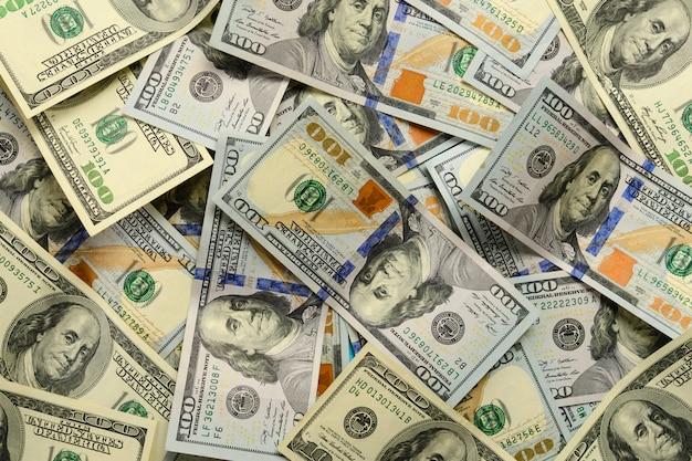 Um monte de notas de 100 dólares americanos