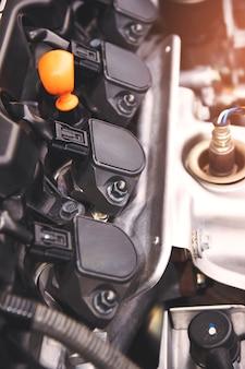 Um motor de combustão interna ou elétrico e capaz de transportar um pequeno número.