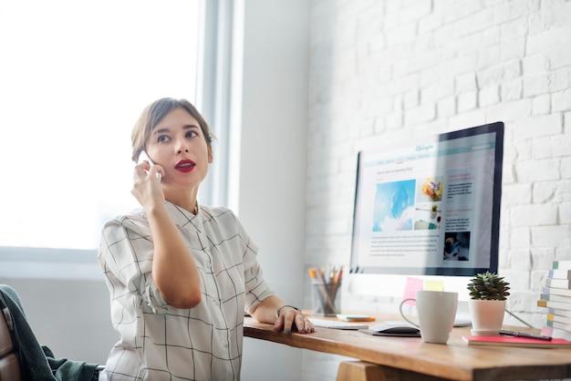 Um, mulher, fazendo um negócio, telefonema