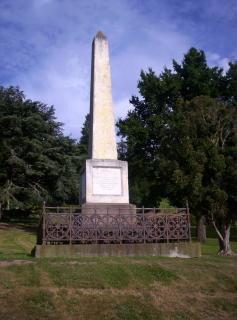 Um obelisco