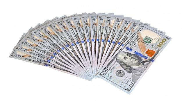 Um pacote de dinheiro na mesa 10