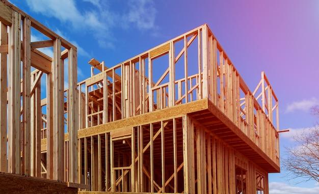 Um pau construiu casa em construção