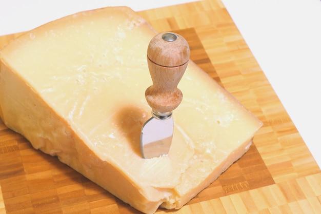 Um pedaço de queijo grana
