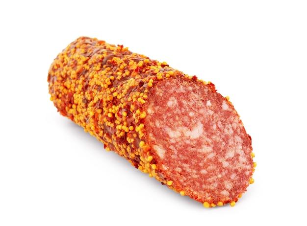 Um pedaço de salame com mostarda em um fundo branco