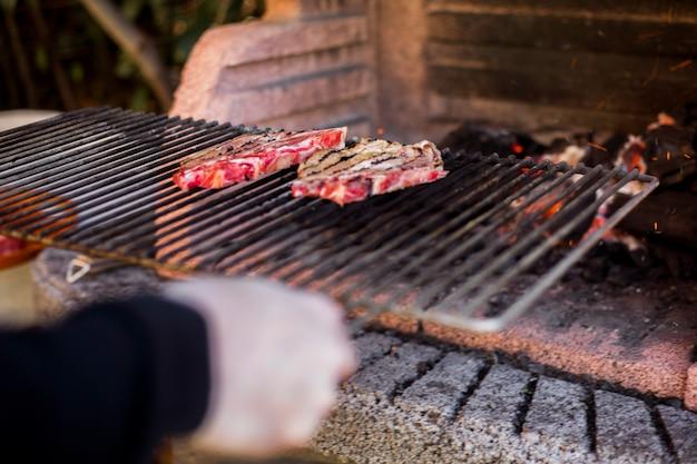 Um, pessoa, preparar, grelhados, carne, ligado, churrasco