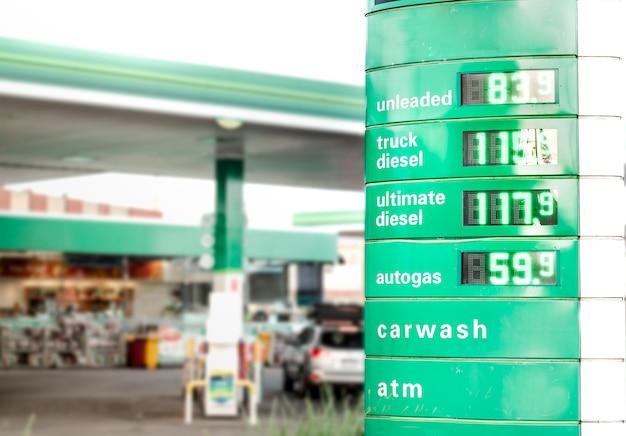 Um posto de gasolina com preços baratos de combustível