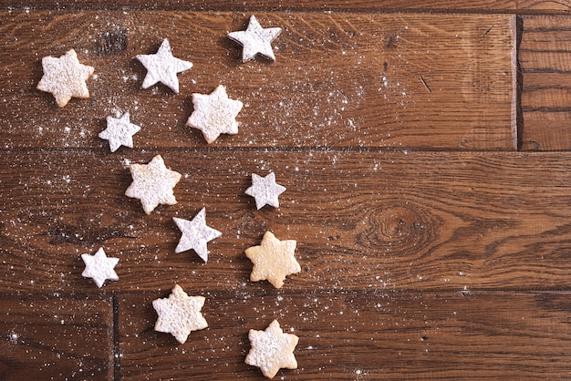 Um pouco de biscoitos em forma de estrela