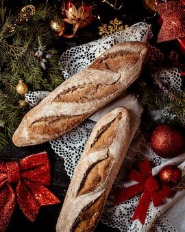 Um pouco de pão na mesa