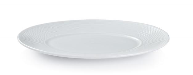 Um prato branco sobre um fundo branco