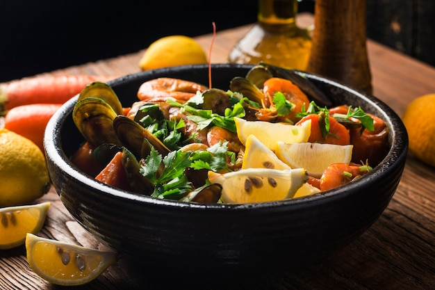 Um prato de curry de frutos do mar