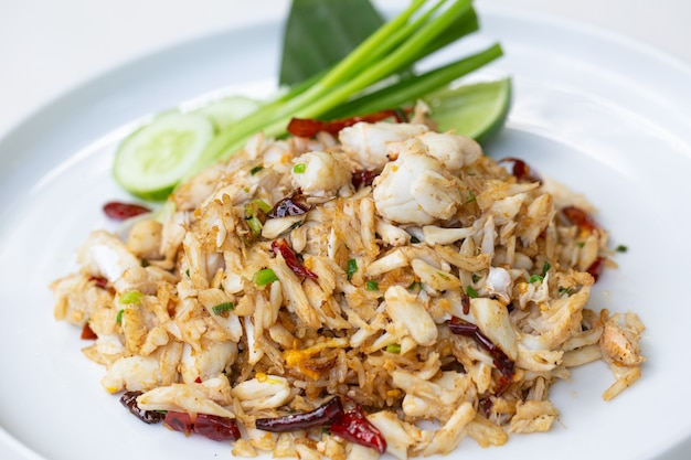 Um prato de delicioso arroz oriental frito
