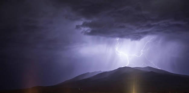 Um raio na montanha