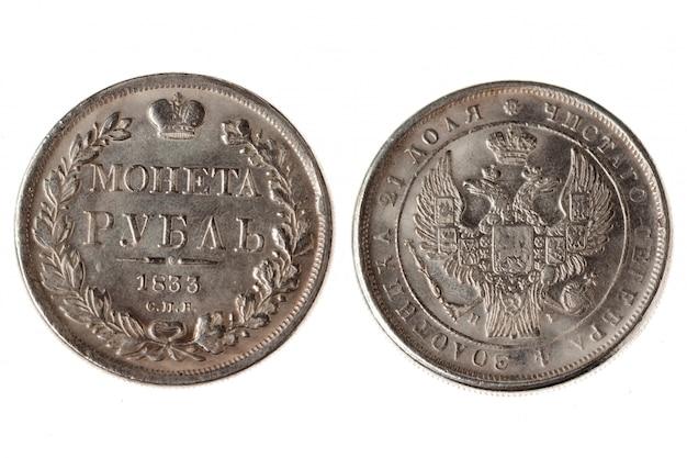 Um rublo velho moeda isolada