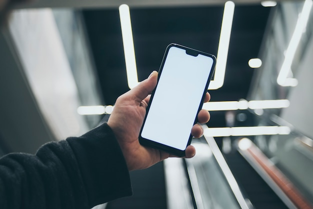 Um smartphone na mão