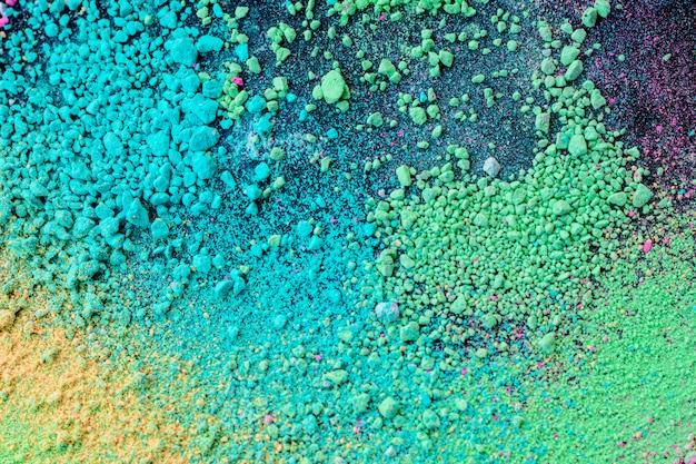 Um splatter de pó de pigmento colorido natural verde azul